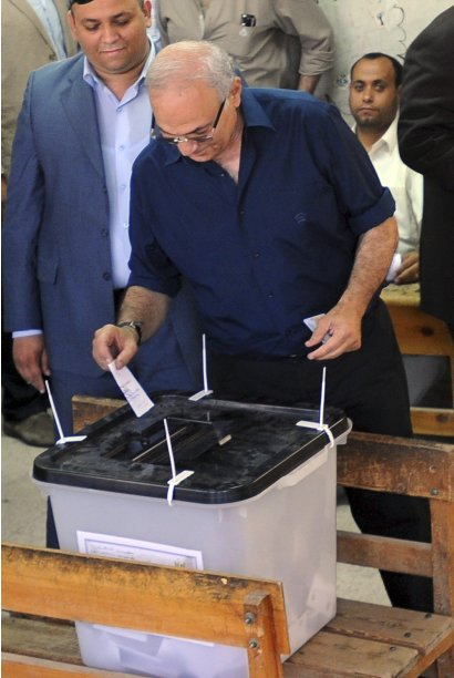 Egypt's former prime minister and current presidential candidate Ahmed Shafik casts his vote at a polling station in Cairo