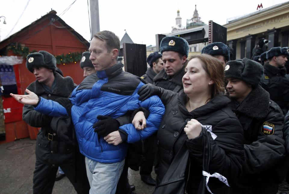Russian police officers detain opposition demonstrators during an unsanctioned rally in downtown Moscow, Russia, Sunday, Dec. 4, 2011. The rally was staged by a few dozen activists of the Left Front opposition group to protest against Sunday's elections. (AP Photo/Misha Japaridze)