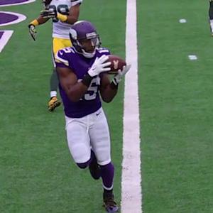 Minnesota Vikings quarterback Teddy Bridgewater throws a 5-yard touchdown pass to Jennings