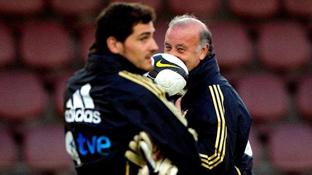 Spanish goalkeeper Iker Casillas (L) of Real Madrid and coach Vicente Del Bosque (R) during their training session at Ali Sami Yen Stadium in Istanbul, Turkey on 31 March 2009