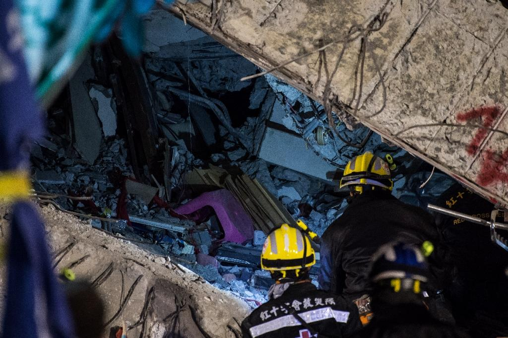 Taiwan developer quizzed over quake collapse as 100 still buried