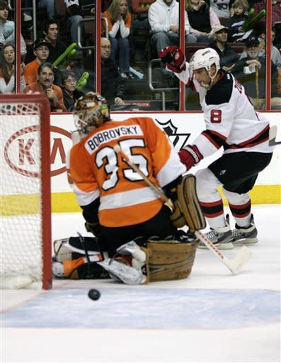 Foster leads Devils over Flyers 6-4