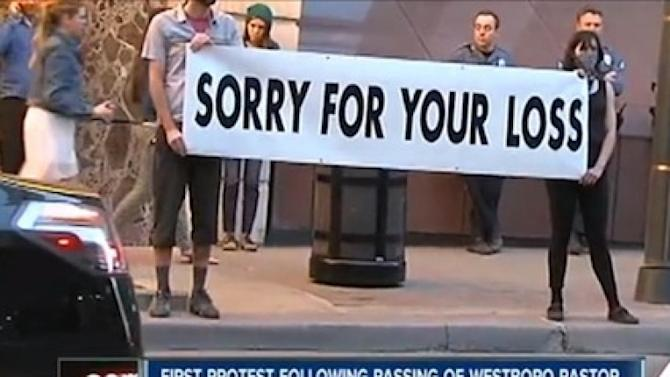 Lorde fans hit back at Westboro Baptist protest with sympathetic banner