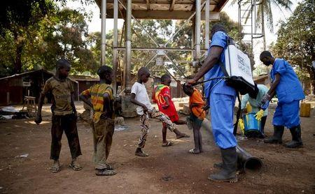 New Ebola infections continue to drop, Guinea still a concern