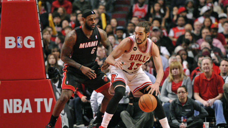"Joakim Noah doesn't like when Bulls fans chant ""M-V-P"" for him"