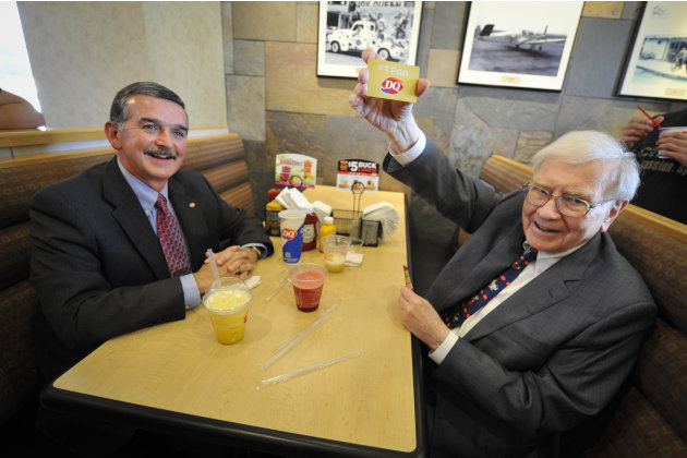 "IMAGE DISTRIBUTED FOR DAIRY QUEEN - Berkshire Hathaway's Warren Buffett, right, and Dairy Queen's CEO John Gainor hold a gold gift card, Monday May 20, 2013 in Omaha, Neb.  Buffet helped launch the ""T"