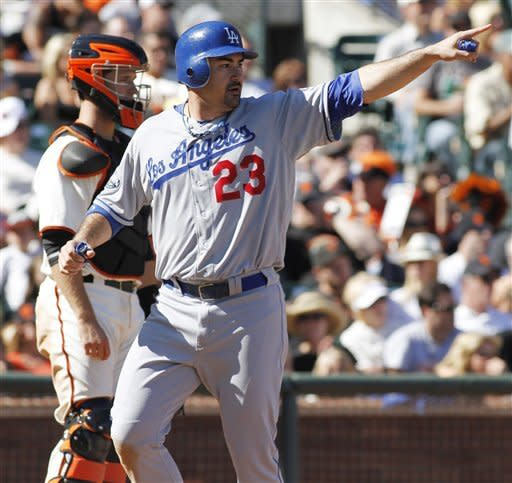 Dodgers beat Giants to trim NL West deficit to 4½