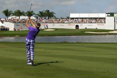 Ian Poulter promptly loses 3-shot lead with horrendous shank into the water