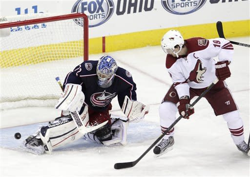 Bobrovsky outduels Smith, Jackets win 1-0 in SO