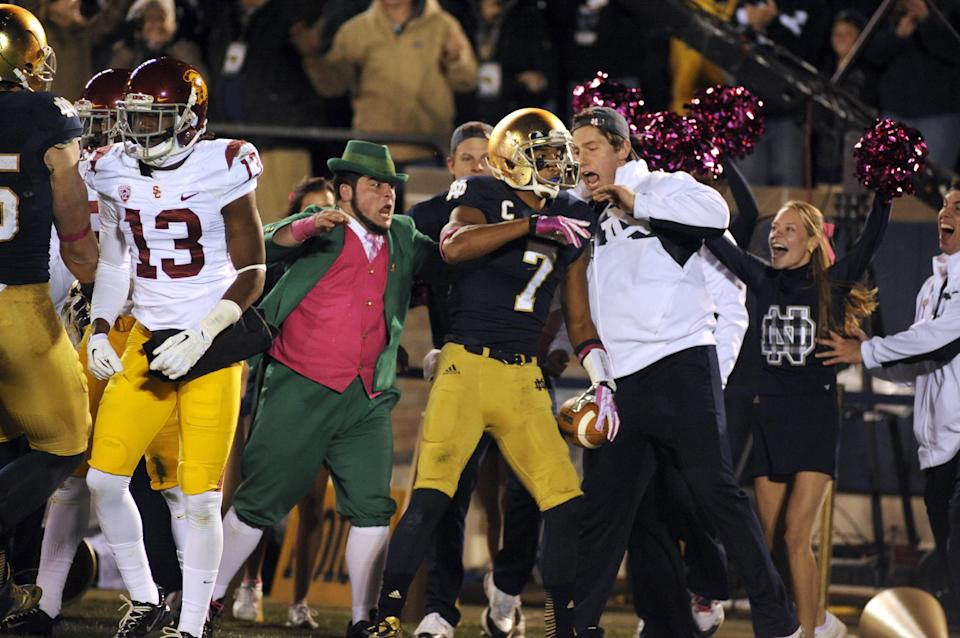 Rees throws for 2 TDs, Notre Dame beats USC 14-10