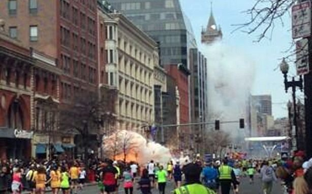 [Imagen: Explosion_at_Boston_Marathon_Finish-2fd8...fa0e981fd2]