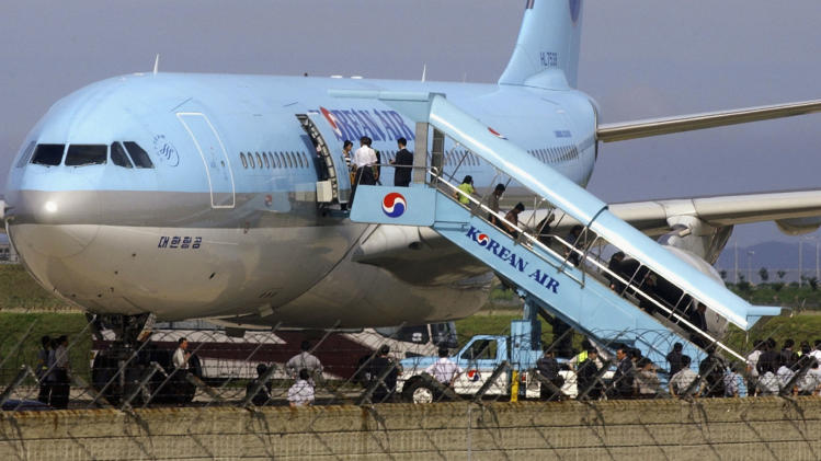 KOR: North Korean Asylum Seekers Fly Into South Korea