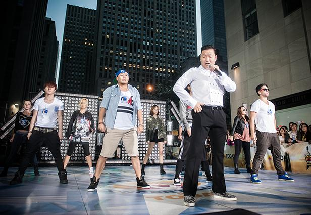 Psy Teaches UN Secretary General 'Gangnam Style' Dance [VIDEO]