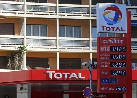 Total hosts climate talks with big oil companies