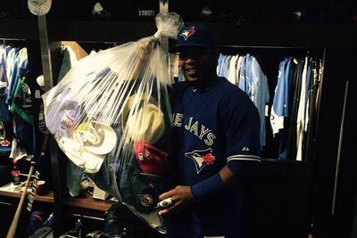 Edwin Encarnacion hits 3 home runs, rewarded with hats from Blue Jays fans