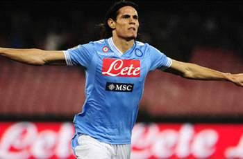 Manchester City wants to sign Cavani, says coach
