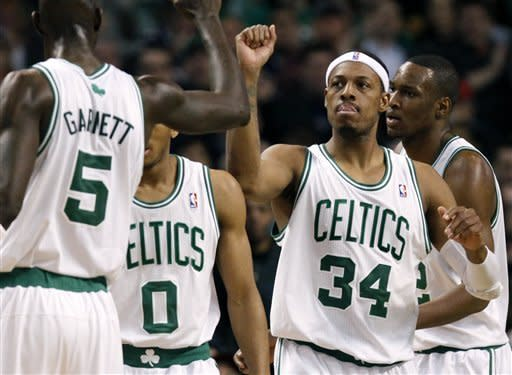 Garnett carries Celtics to 4th straight win