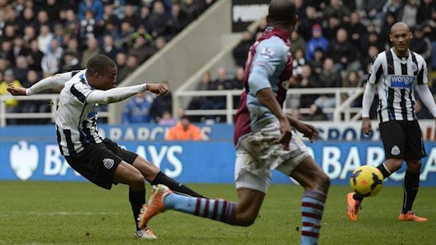 Newcastle United's Loic Remy (L) shoots to score against Aston Villa (Reuters)