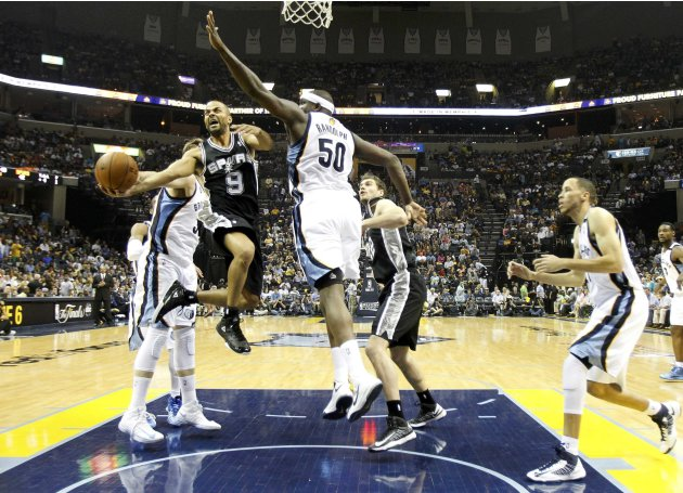 Spurs' Parker drives to the net on Grizzlies' Randolph during the second half in Game 3 of their NBA Western Conference final playoff basketball series in Memphis