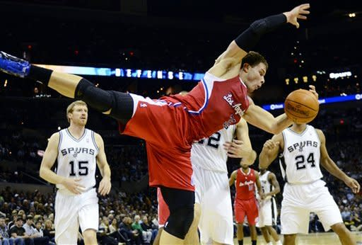 Ginobili scores 24 as Spurs top Clippers 115-90