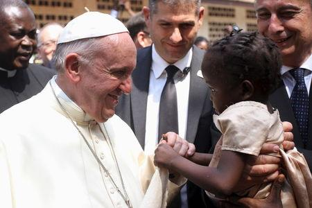 Under tightest security, pope urges peace in central Africa