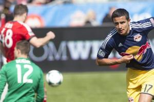 Cahill's header lifts Red Bulls over Galaxy, 1-0