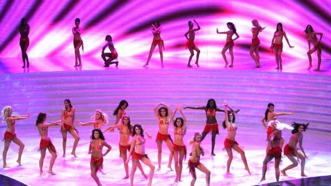 The 2007 Miss World contestants dance in their swimsuits.