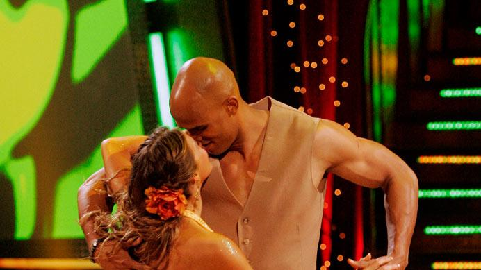 Edyta Sliwinska and Jason Taylor perform a dance on the sixth season of Dancing with the Stars.
