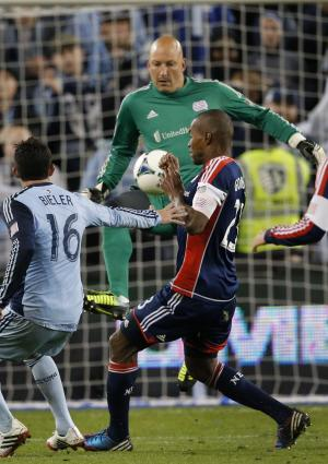 Revs goalkeeper Matt Reis has quadriceps surgery