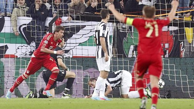 Bayern Munich's Mario Mandzukic (L) celebrates after scoring against Juventus (Reuters)