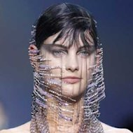 We love it when couture beauty looks take a turn for the theatrical and at the Giorgio Armani couture show in Paris yesterday