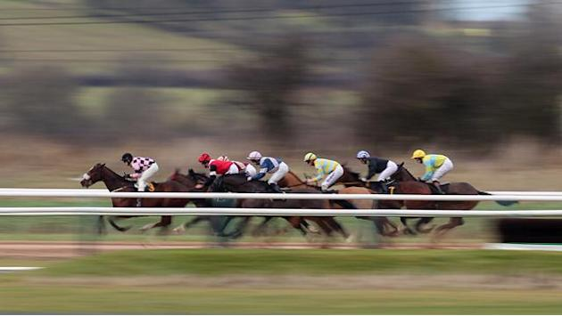 Horse Racing - The New One eases to victory at Cheltenham