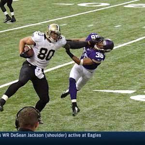 New Orleans Saints tight end Jimmy Graham stiff-arms his way to 15 yards