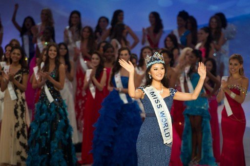 Yu Wenxia (R) of China waves to the audience after being crowned the winner of Miss World 2012 during the pageant's final ceremony at the Ordos Stadium Arena in the inner Mongolian city of Ordos on Au