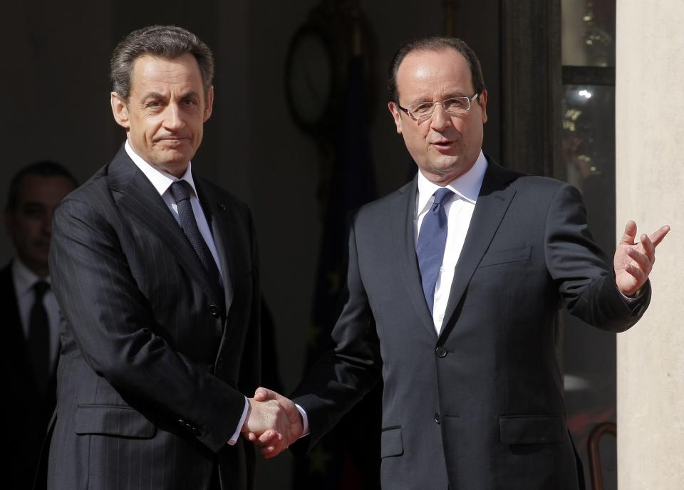 French President-elect Francois Hollande, right, shakes hands with outgoing President Nicolas Sarkozy before the handover ceremony Tuesday, May 15, 2012 at the Elysee Palace in Paris.  (AP Photo/Thibault Camus)