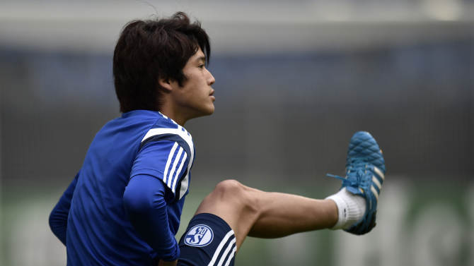 Schalke's Atsuto Uchida from Japan exercises during a training session in Gelsenkirchen, Germany, Monday, Sept. 29, 2014. FC Schalke 04 will play NK Maribor in a Champion's League Group G soccer match on Tuesday in Gelsenkirchen