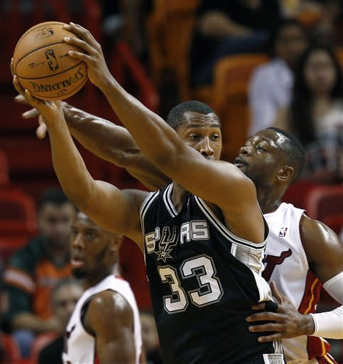 Lewis helps Heat beat Spurs 104-101