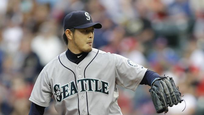 Iwakuma, Mariners down Indians 5-2