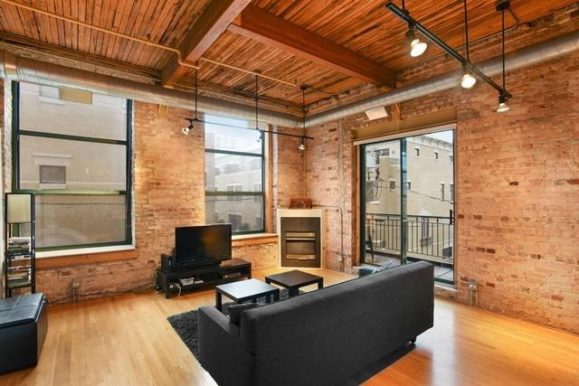 You Can Afford to Live Alone in This $225K South Loop Loft
