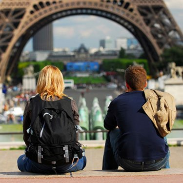 Tourists-in-france_web