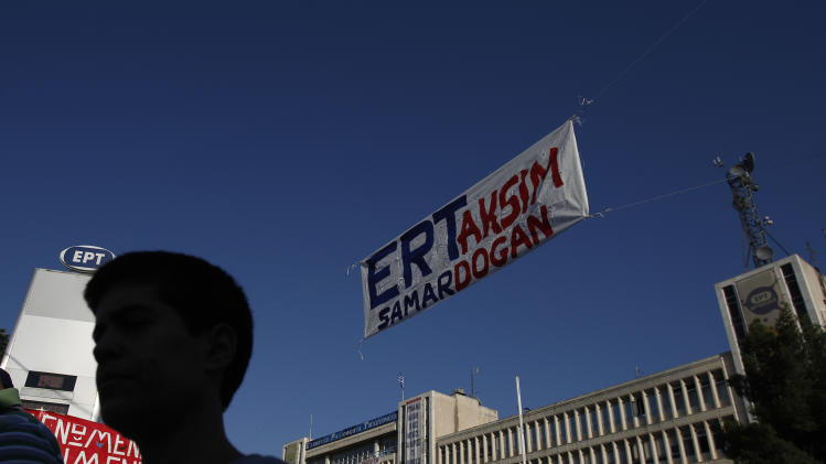 Greek coalition wrestles to avoid collapse
