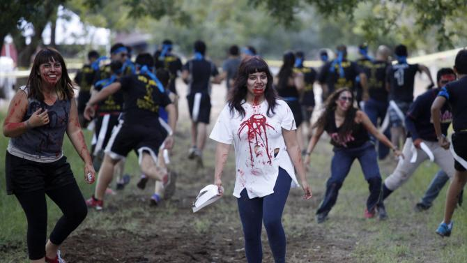 """A woman dressed as zombie a zombie participates in the """"Zombie Challenge"""" in Ciudad Juarez"""