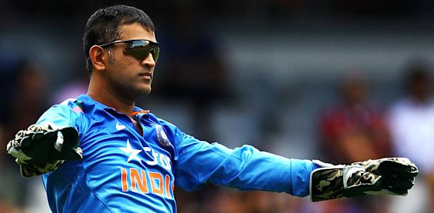 Dhoni backs India's under-achieving bowlers
