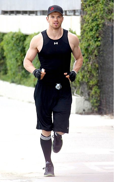 Kellan Lutz Jogging Venice Beach