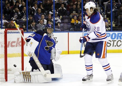 Blues score 3 in 3rd to rally past Oilers 4-3