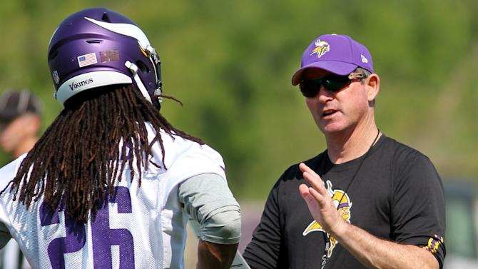Coach says Peterson can play for Vikings or not play at all