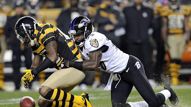 Pittsburgh Steelers wide receiver Mike Wallace, left, fumbles the ball after making a catch as Baltimore Ravens linebacker Dannell Ellerbe hits him during the first quarter of an NFL football game on Sunday, Nov. 18, 2012, in Pittsburgh. The Ravens recovered the ball. (AP Photo/Don Wright)