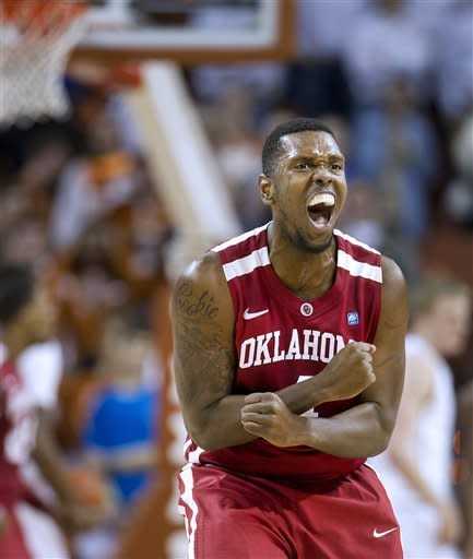 Kabongo rallies Texas past Oklahoma, 92-86 in OT