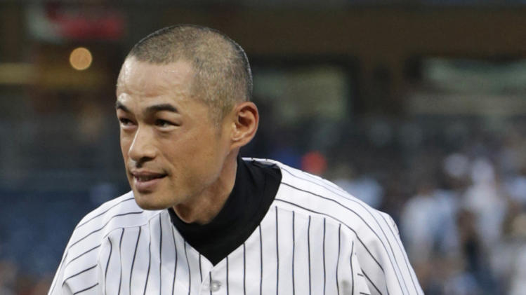 New York Yankees' Ichiro Suzuki bows to the crowd after connecting for his 4,000th career hit in Japan and the major leagues, a single in the first inning in a baseball game against the Toronto Blue Jays at Yankee Stadium, Wednesday, Aug. 21, 2013, in New York. (AP Photo/Kathy Willens)
