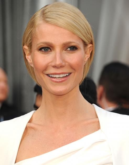 Gwyneth Paltrow poses at the 2012 Oscars -- Getty Images